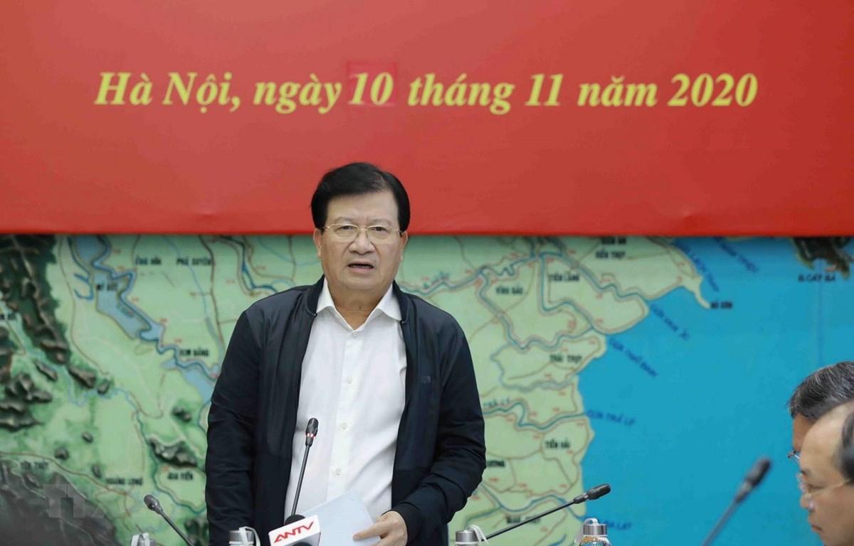 Phó Thủ tướng Chính phủ, Trưởng Ban Chỉ đạo Trung ương về Phòng, chống thiên tai Trịnh Đình Dũng phát biểu chỉ đạo. (Ảnh: Vũ Sinh/TTXVN)