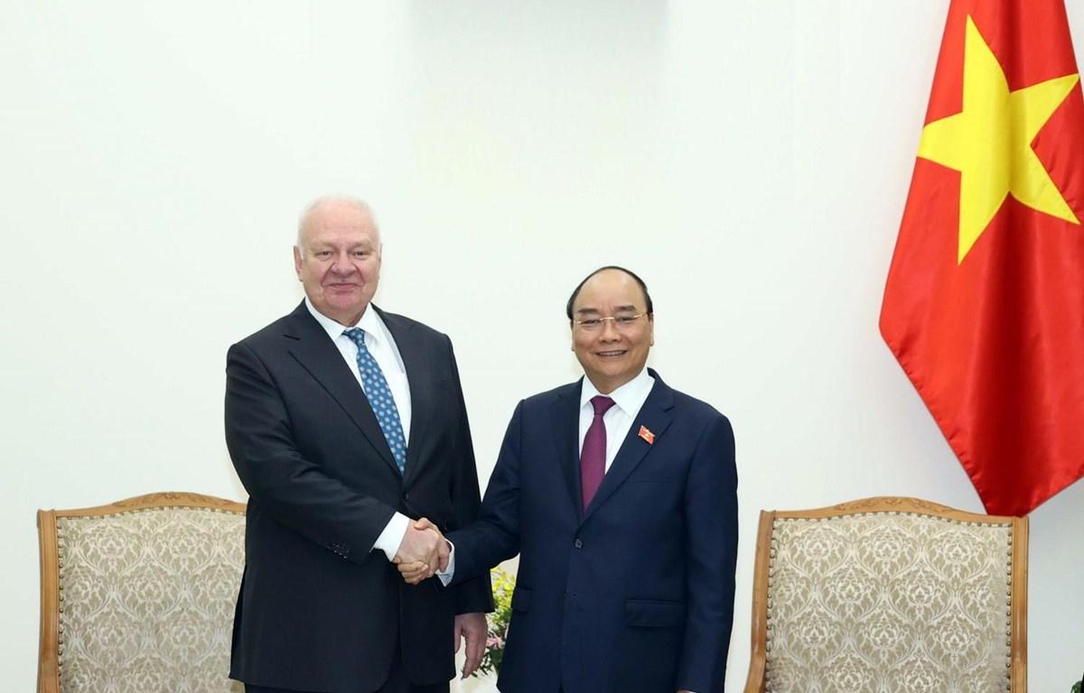 Thủ tướng Nguyễn Xuân Phúc tiếp Đại sứ Liên bang Nga tại Việt Nam Konstantin Vnukov. (Ảnh: Thống Nhất/TTXVN)