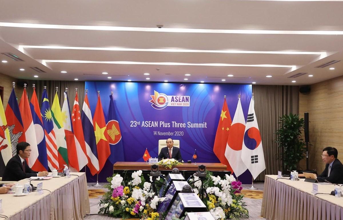 Thủ tướng Nguyễn Xuân Phúc, Chủ tịch ASEAN 2020 chủ trì Hội nghị Cấp cao ASEAN+3 lần thứ 23 tại điểm cầu Hà Nội. (Ảnh: Thống Nhất/TTXVN)