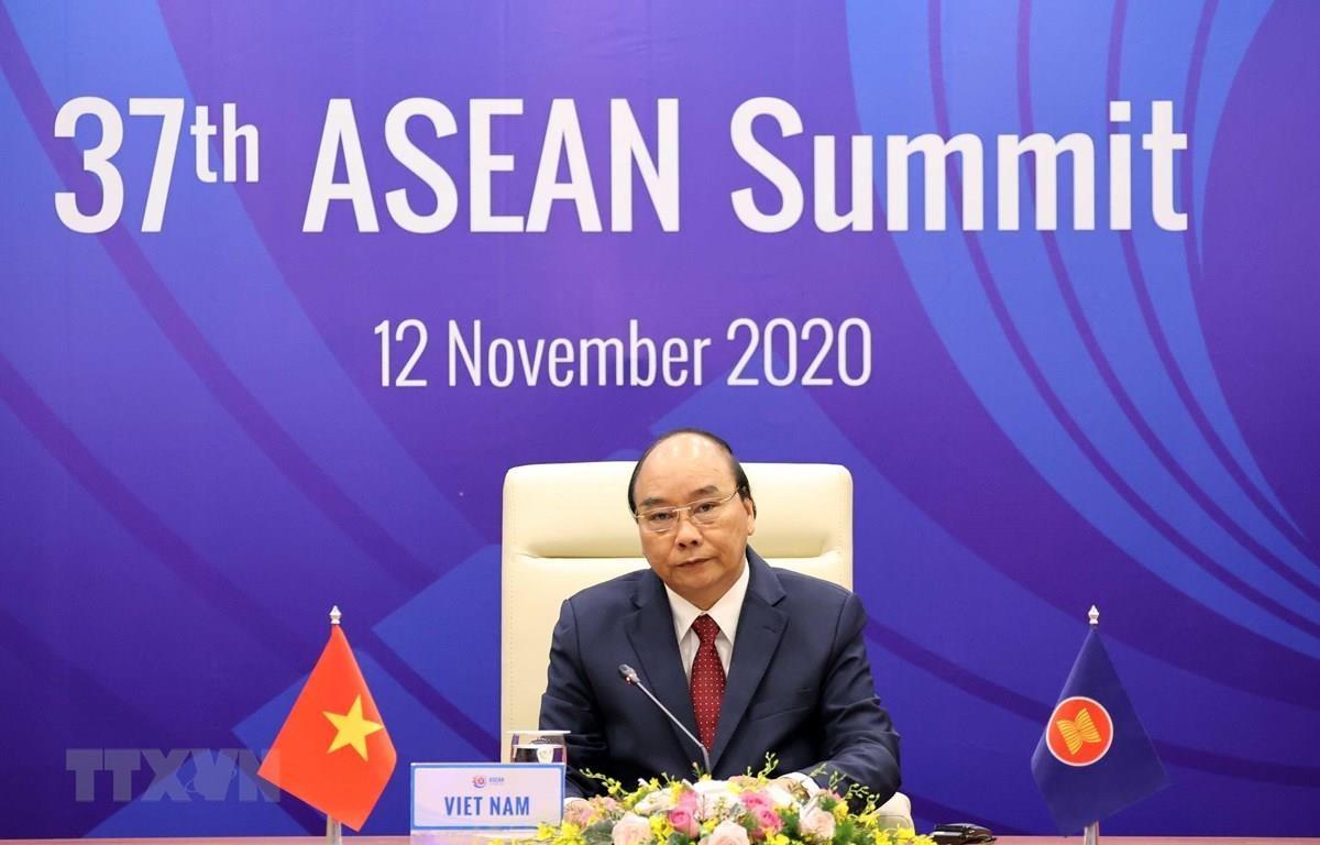 Thủ tướng Nguyễn Xuân Phúc chủ trì Phiên toàn thể Hội nghị Cấp cao ASEAN lần thứ 37. (Ảnh: Thống Nhất/TTXVN)