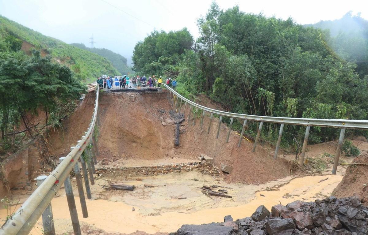 Vị trí sụt lún nghiêm trọng tại Km53+400, Quốc lộ 26, đoạn qua đèo M'Đrắk, huyện M'Đrắk, tỉnh Đắk Lắk. (Ảnh: Tuấn Anh/TTXVN)