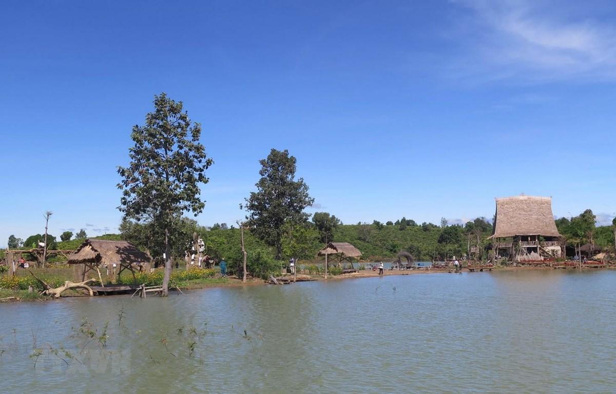 Làng du lịch cộng đồng Kon Trang Long Loi. (Ảnh: Dư Toán/TTXVN)