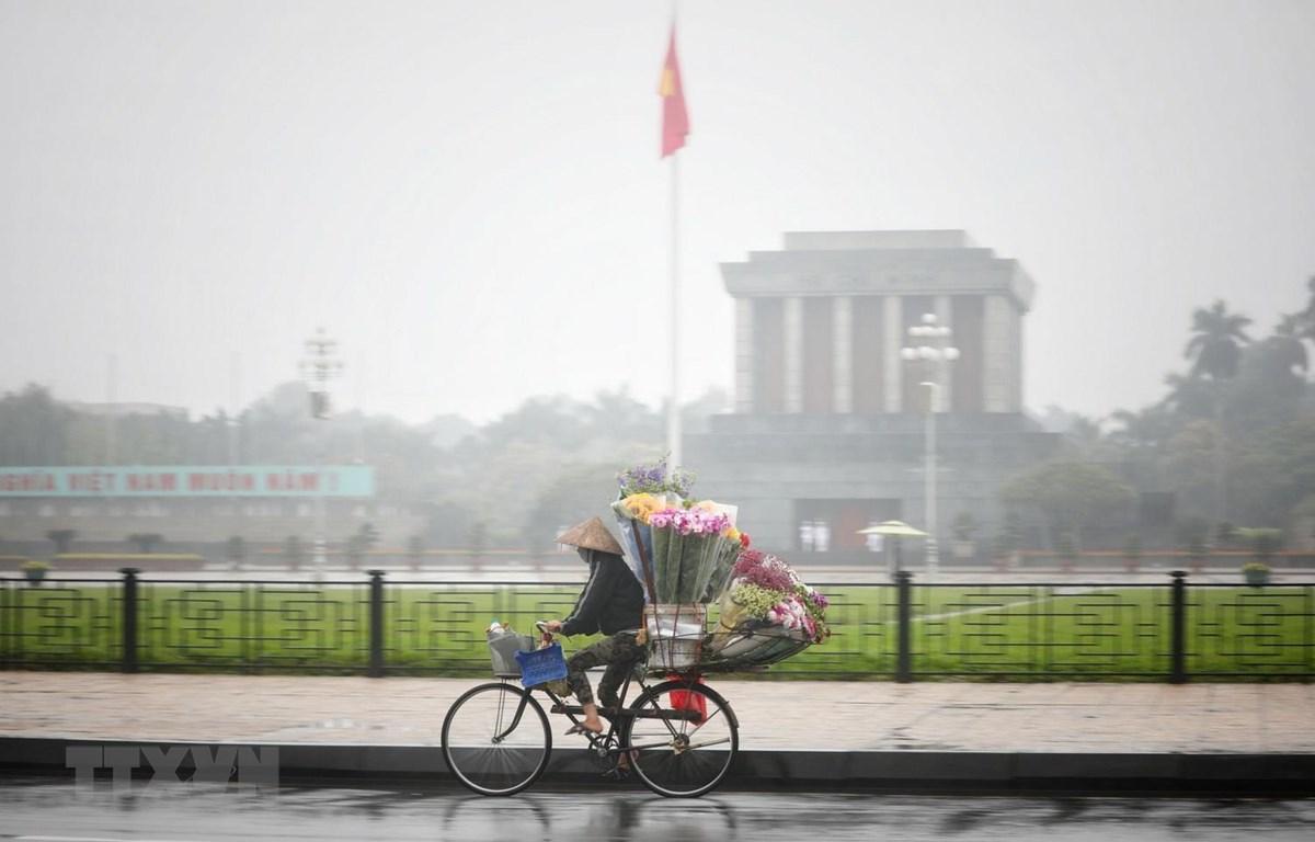 Sương mù dày đặc tại khu vực quảng trường Ba Đình, Hà Nội. (Ảnh: Thành Đạt/TTXVN)