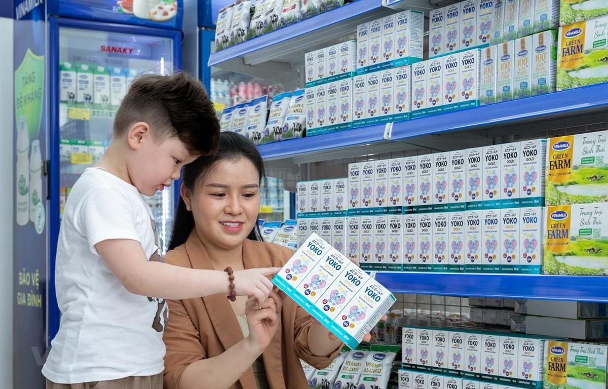 Tại các cửa hàng Vinamilk Giấc Mơ Sữa Việt, người tiêu dùng dễ dàng tìm thấy nhiều sản phẩm sữa và thức uống dinh dưỡng cho cả gia đình. (Nguồn: Vinamilk)