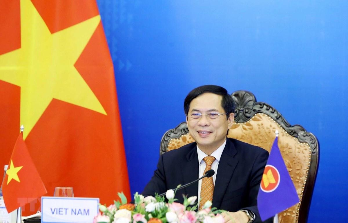 Bộ trưởng Bộ Ngoại giao Bùi Thanh Sơn tham dự Hội nghị Bộ trưởng Ngoại giao ASEAN-Ấn Độ theo hình thức trực tuyến. (Ảnh: Phạm Kiên/TTXVN)