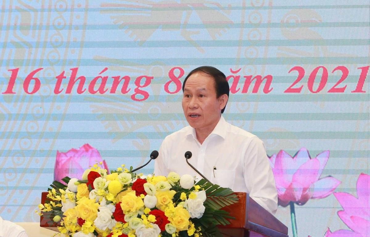 Ông Lê Tiến Châu, Ủy viên Trung ương Đảng, Phó Chủ tịch - Tổng thư ký Ủy ban Trung ương Mặt trận Tổ quốc Việt Nam trình bày báo cáo tại hội nghị. (Ảnh: Phương Hoa/TTXVN)