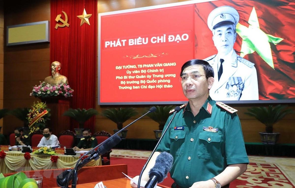 Đại tướng Phan Văn Giang, Ủy viên Bộ Chính trị, Bộ trưởng Bộ Quốc phòng đọc tham luận. (Ảnh: Trọng Đức/TTXVN)