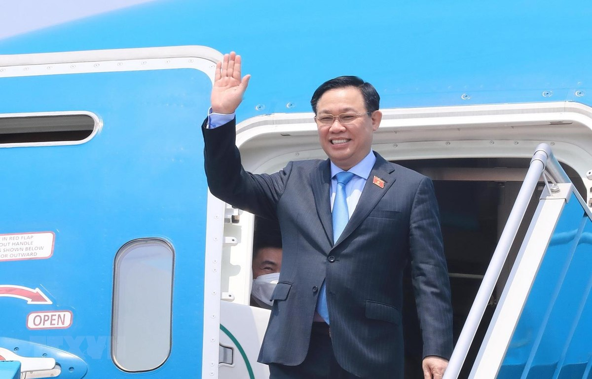 Chuyên cơ đưa Chủ tịch Quốc hội Vương Đình Huệ và Đoàn đại biểu cấp cao Quốc hội Việt Nam về đến sân bay quốc tế Nội Bài, Hà Nội. (Ảnh: Lâm Khánh/TTXVN)