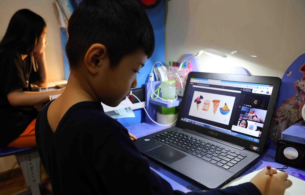 Phương pháp dạy học online giúp học sinh được tiếp cận với hình thức học của thời đại 4.0.(Ảnh minh hoạ: TTXVN)