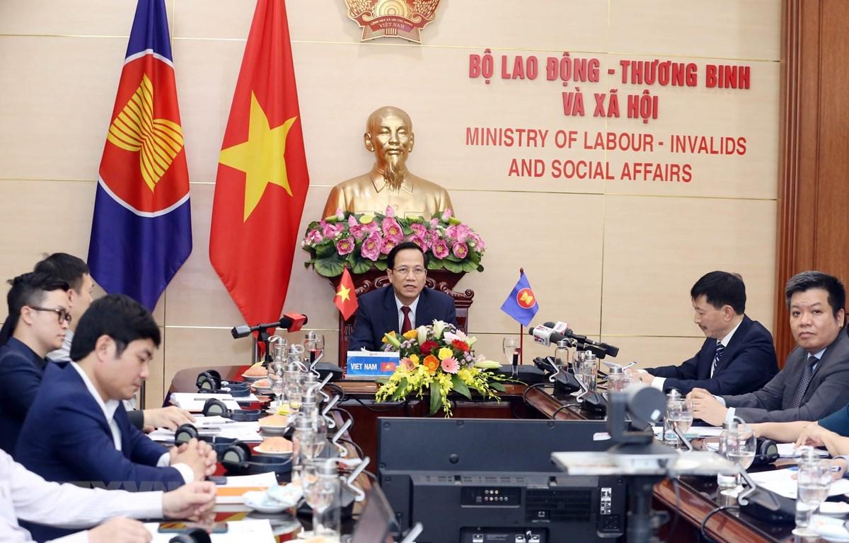 Hội nghị Bộ trưởng Lao động đặc biệt về Ứng phó với tác động của dịch bệnh COVID-19 đối với lao động và việc làm tại điểm cầu Hà Nội. (Ảnh: Anh Tuấn/TTXVN)