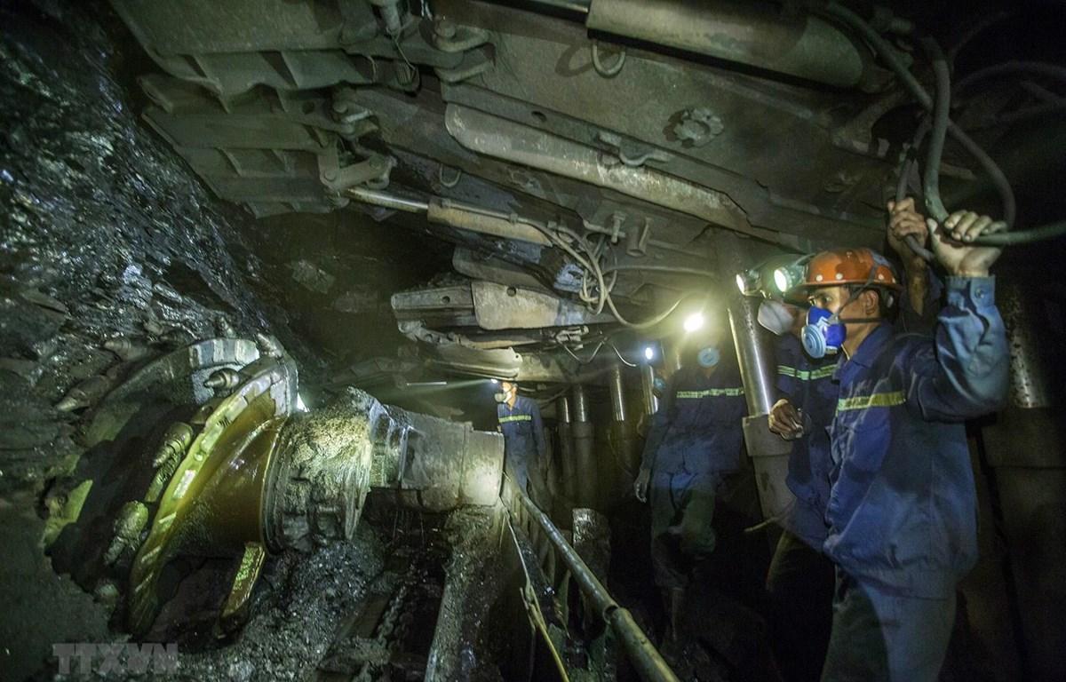 Lao động ngành hầm (Ảnh minh họa: TTXVN)