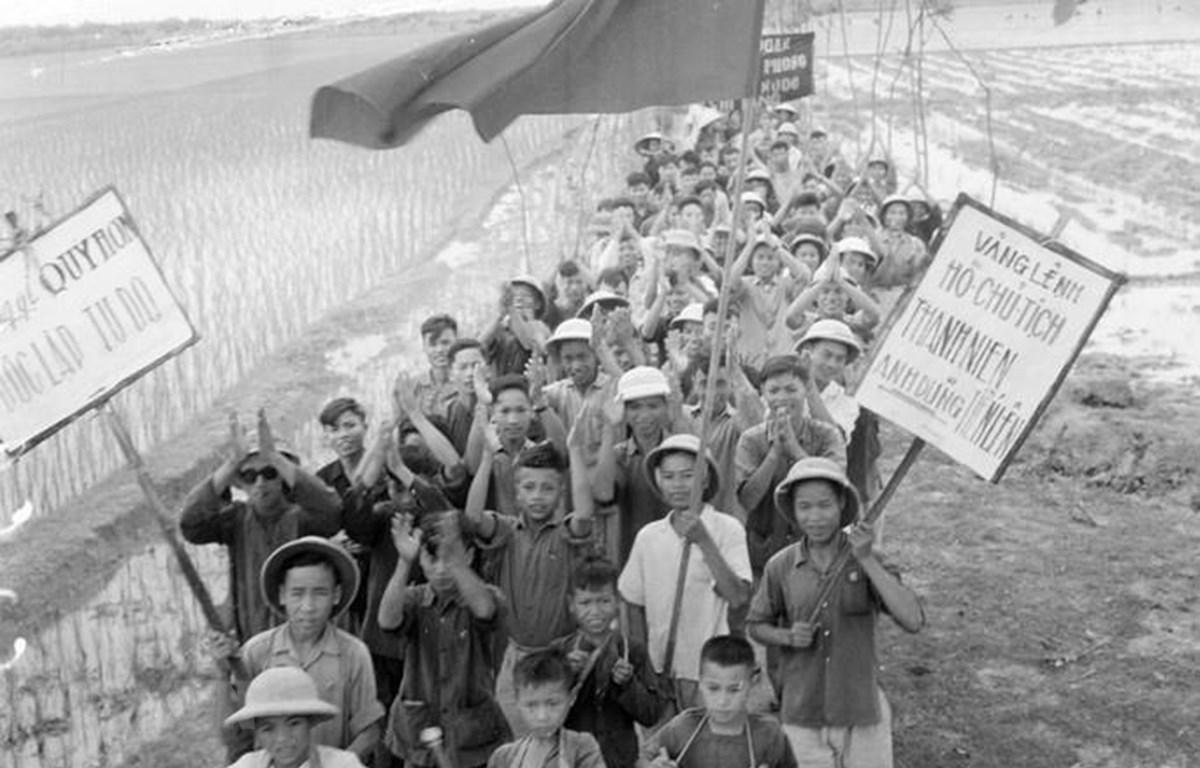 70 năm qua, trên 650.000 nam, nữ thanh niên xung phong đã trực tiếp chiến đấu, lao động sản xuất, vượt mọi khó khăn, hy sinh để hoàn thành nhiệm vụ bảo vệ và xây dựng Tổ quốc. (Ảnh minh hoạ: Nguyễn Hoàn/TTXVN)