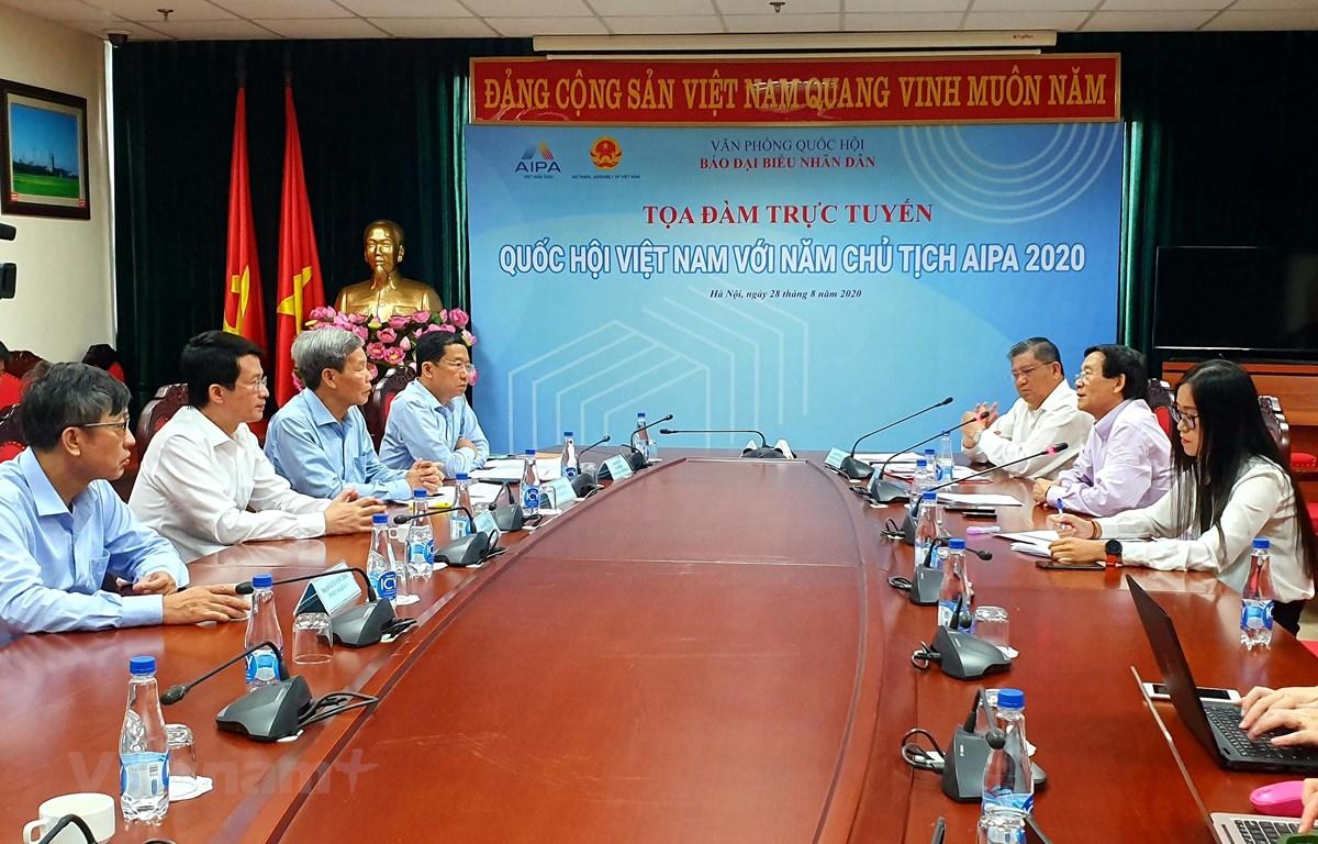 """Các đại biểu tham gia thảo luận tại tọa đàm """"Quốc hội Việt Nam với Năm Chủ tịch AIPA"""". (Ảnh: PV/Vietnam+)"""