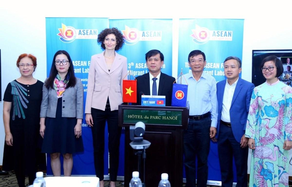 Các đại biểu tham gia tại diễn đàn trực tiếp ở Việt Nam. (Ảnh: PV/Vietnam+)