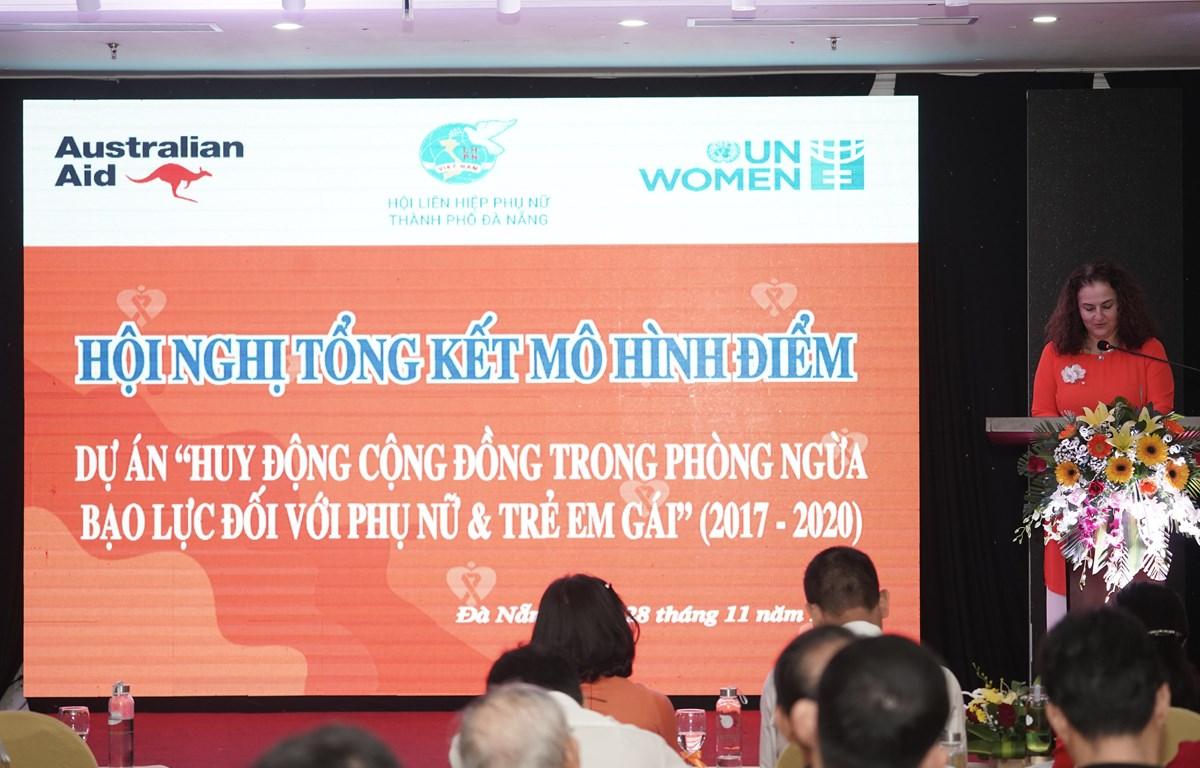 """Hội nghị tổng kết dự án """"Huy động cộng đồng trong phòng ngừa bạo lực với phụ nữ và trẻ em gái"""". Ảnh: PV/Vietnam+)"""