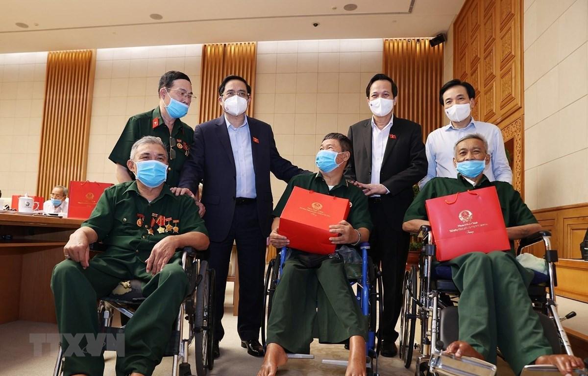 Thủ tướng Phạm Minh Chính gặp mặt, tri ân đại biểu Người có công với cách mạng. (Ảnh: Dương Giang/TTXVN)
