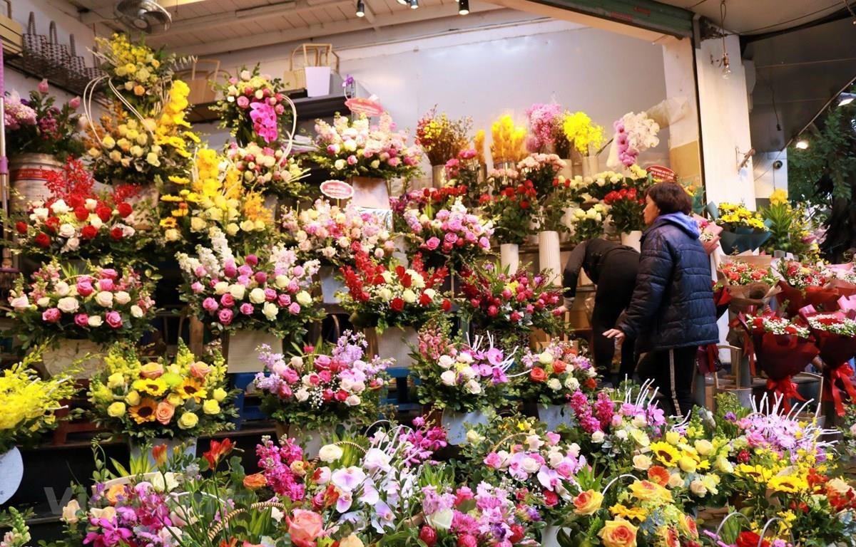 Một cửa hàng hoa tươi truyền thống trên phố Trần Xuân Soạn. (Ảnh: Minh Hiếu/Vietnam+)