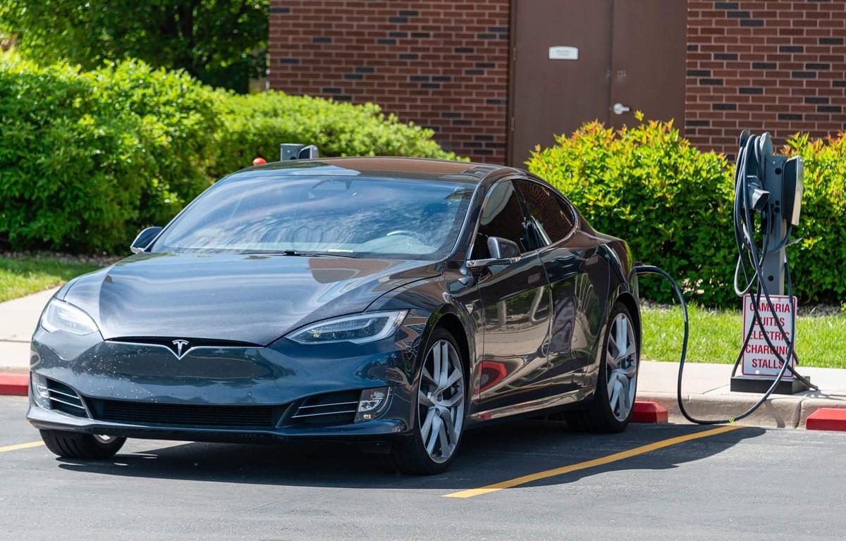 Mẫu xe ôtô điện Tesla tại một trạm sạc. (Ảnh nguồn: Tesla)