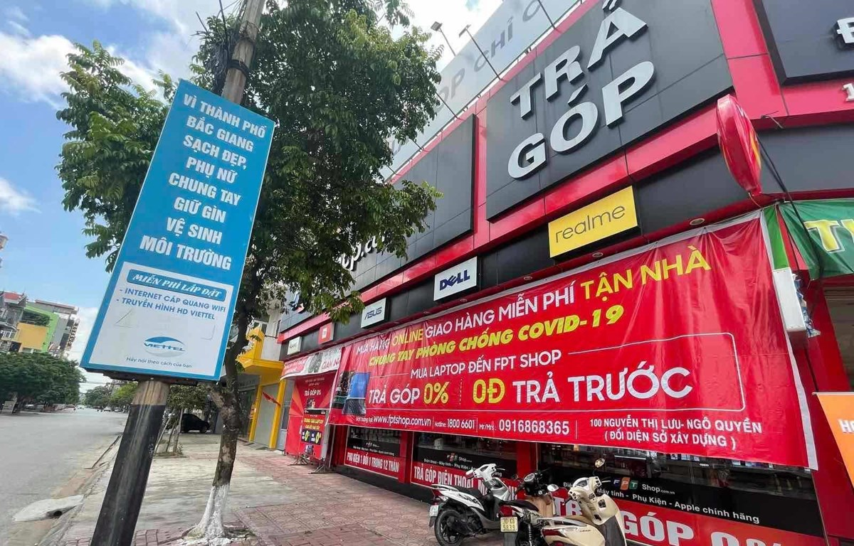 Các cửa hàng kinh doanh di động đang gặp khó trước bối cảnh dịch bệnh diễn biến phức tạp. (Ảnh: PV/Vietnam+)