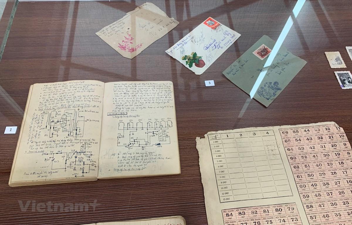 Trung tâm lưu trữ của Chi nhánh Hà Nội (Viện Nghiên cứu Phát triển Phương Đông) lưu giữ nhiều kỷ vật của chiến sỹ cách mạng. (Ảnh: Vietnam+)