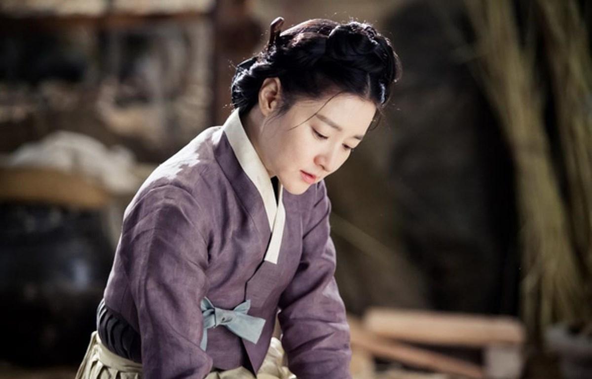 """Trong """"Nhật ký áng sáng,"""" Lee Young Ae vào vai một nhân vật có thật trong lịch sử Hàn Quốc. (Ảnh: VTV)"""