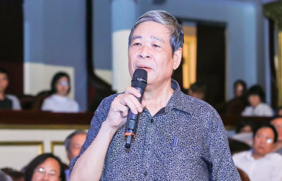 """Nhân dịp ra mắt """"5 trường ca,"""" nhà thơ-nhạc sỹ Nguyễn Thụy Kha kết hợp cùng nhóm họa sỹ G39 tổ chức sự kiện nghệ thuật thi họa song song. (Ảnh: Nhân vật cung cấp)"""