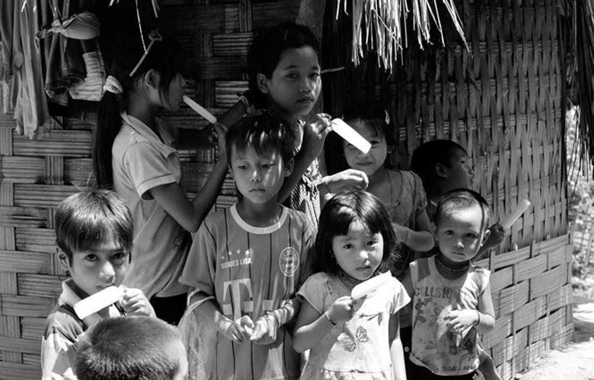 Bùi Việt Dũng tái hiện vẻ đẹp bình dị của đời sống qua những bức ảnh đen trắng.