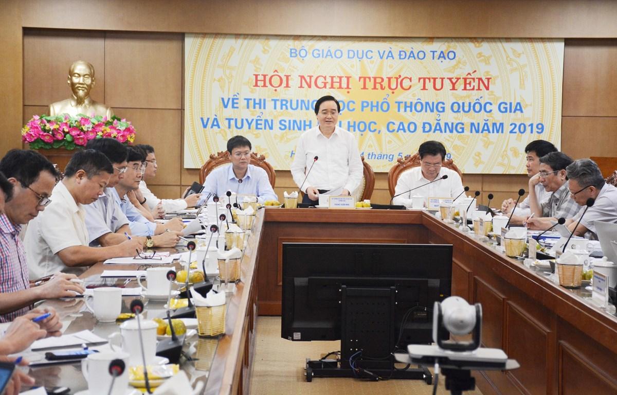 Bộ trưởng Bộ Giáo dục và Đào tạo chỉ đạo tại Hội nghị. (Ảnh: CTV/Vietnam+)