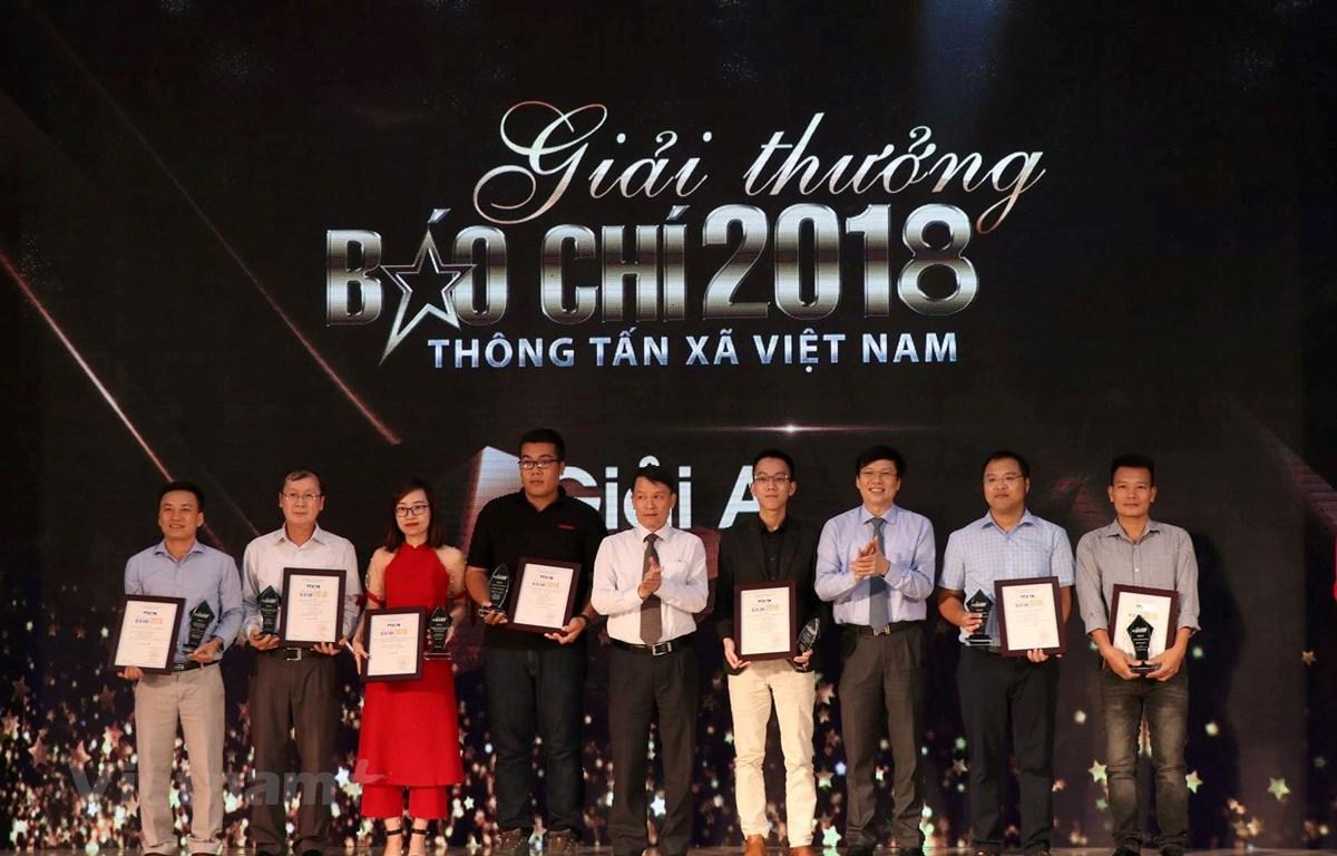 Ban tổ chức Giải thưởng Báo chí Thông tấn xã Việt Nam năm 2018 đã trao 7 giải A cho các tập thể tác giả, tác giả có tác phẩm xuất sắc. (Ảnh: Mai Anh/Vietnam+)