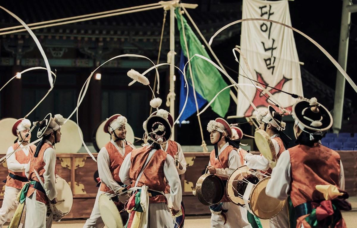 Nghệ thuật múa trống Hàn Quốc sẽ được giới thiệu tới công chúng Việt Nam trong dịp này. (Ảnh: BTC)