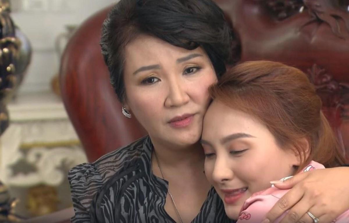 """Bà Giang (Ngân Quỳnh) rất thương con dâu Anh Thư (Bảo Thanh) trong """"Về nhà đi con."""" (Ảnh: VFC)"""