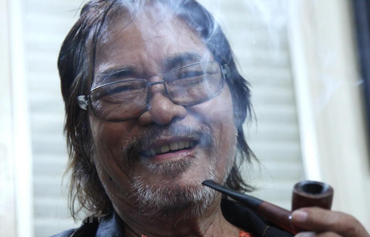 Sinh thời, cố tác giả Phan Vũ khẳng định mình là một nghệ sỹ đa tài. (Ảnh: Nguyễn Đình Toán/Vietnam+)