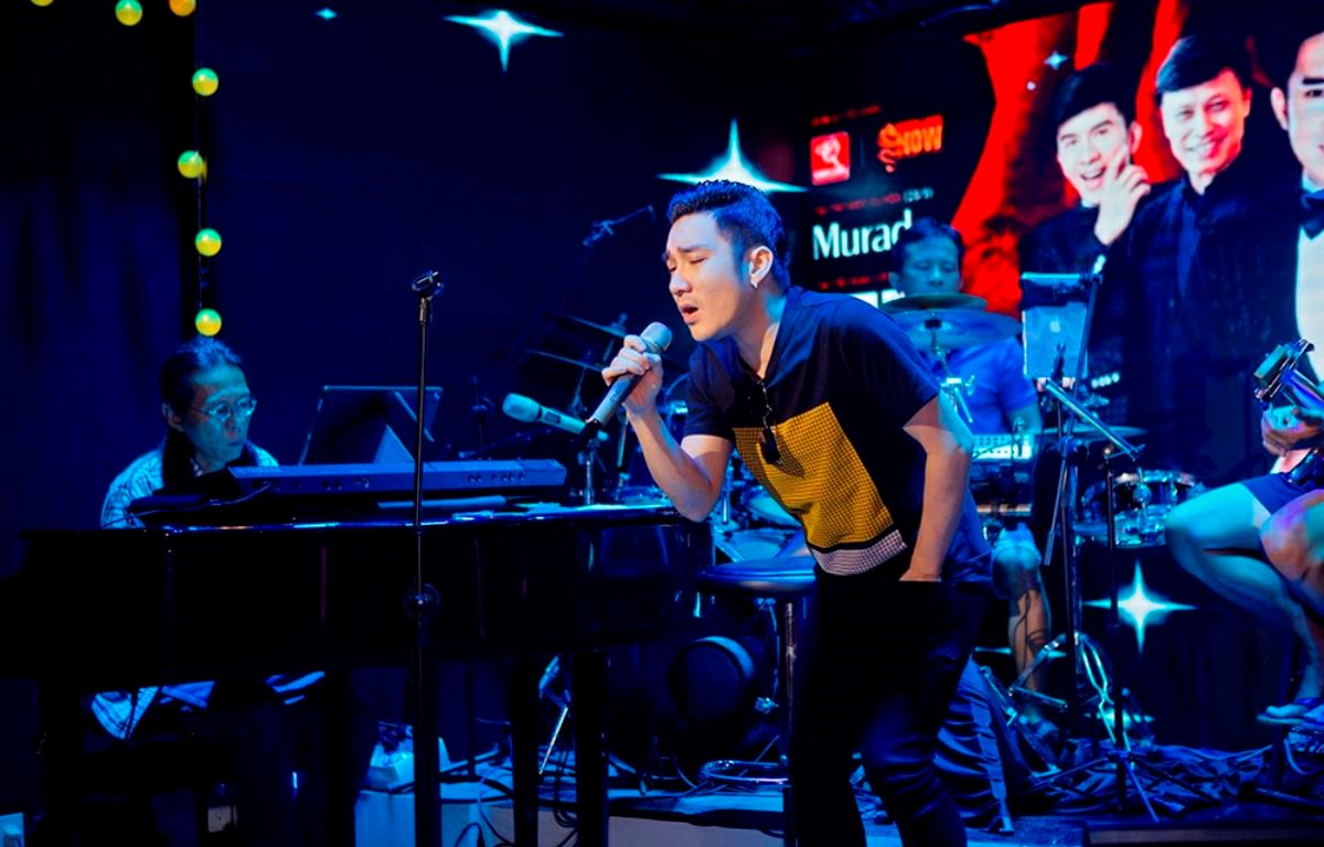 """Ca sỹ Quang Hà tập luyện cho liveshow """"Không thể thay thế"""" diễn ra vào cuối tháng Chín tại Hà Nội. (Ảnh: Nghệ sỹ cung cấp)"""