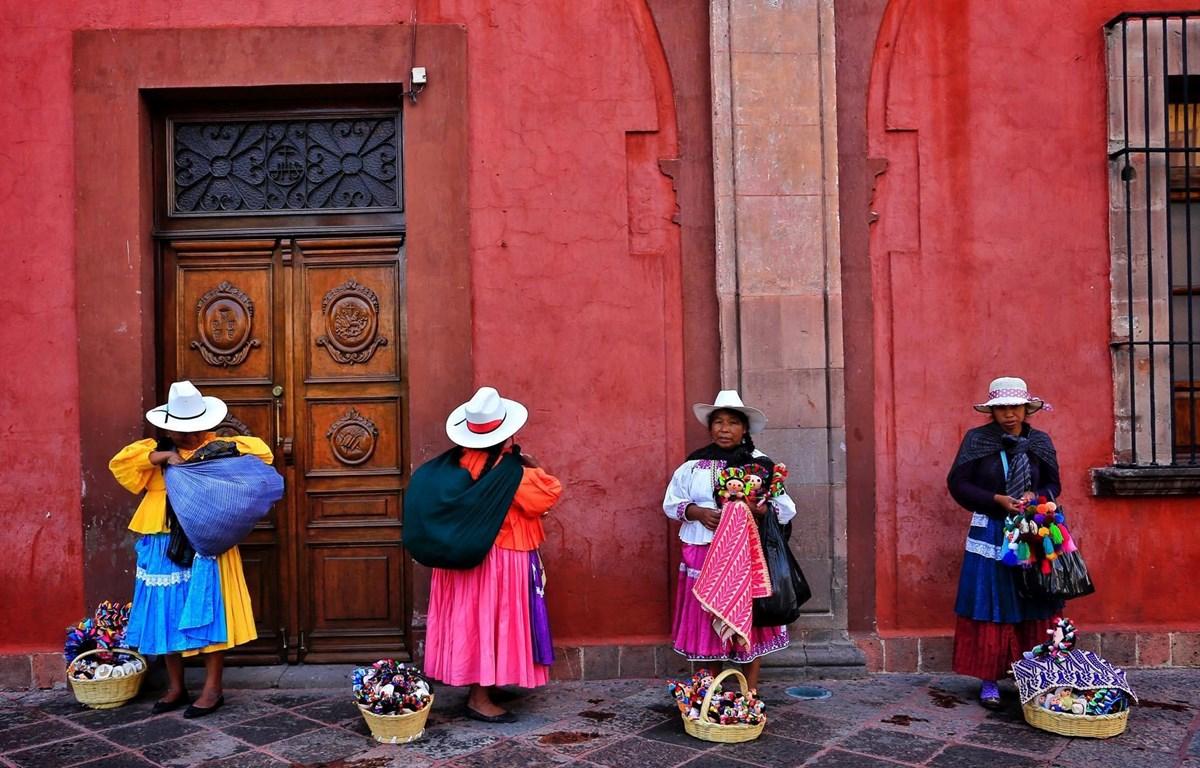 """""""Những người bán hàng rong tại thành phố di sản San Miguel de Allende"""" qua góc nhìn của nhiếp ảnh gia Nguyễn Việt Thanh. (Ảnh: Tác giả cung cấp)"""