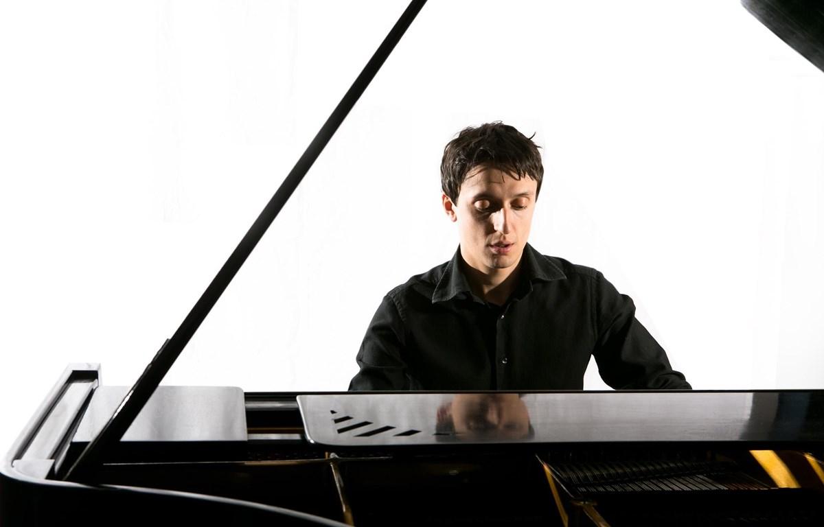 Nghệ sỹ Alessandro Marino từng giành nhiều giải thưởng tại các cuộc thi piano uy tín trên thế giới. (Ảnh: BTC)