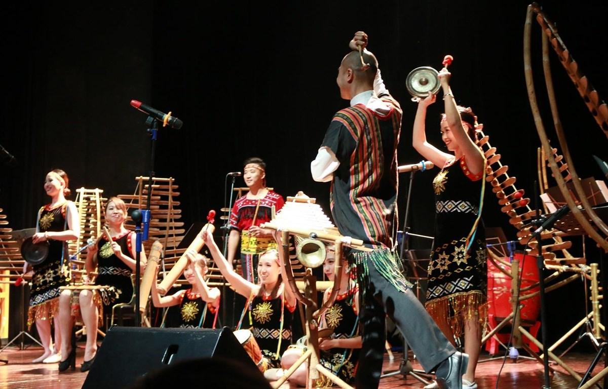 Các nghệ sỹ sẽ trình diễn những tác phẩm âm nhạc cổ điển phương Tây bằng nhạc cụ làm từ tre nứa Việt Nam. (Ảnh: Nguyễn Hồng/Vietnam+)