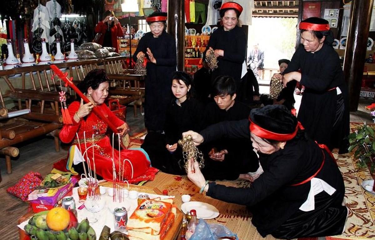 Múa Chầu trong diễn xướng Then của người Tày ở huyện Cao Lộc, thành phố Lạng Sơn, tỉnh Lạng Sơn. (Nguồn: Vietnam+)
