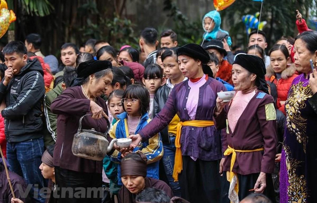 Bộ Văn hóa, Thể thao và Du lịch đề nghị các địa phương tạm dừng mọi hoạt động tại các di tích lịch sử, danh lam thắng cảnh (trừ trường hợp thực hiện nhiệm vụ theo phân công) để tránh tập trung đông người. (Ảnh minh họa: PV/Vietnam+)