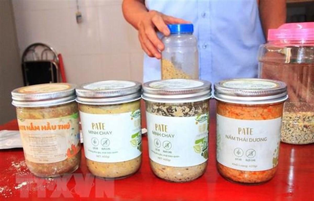 Nhiều loại pate Minh Chay được thu hồi. (Ảnh: Phan Quân/TTXVN)
