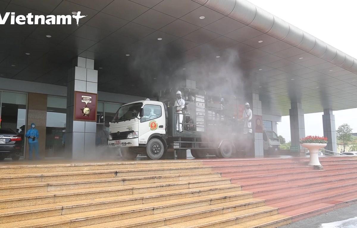 Các xe chuyên dụng làm nhiệm vụ (Ảnh: Hoàng Đạt/Vietnam+)