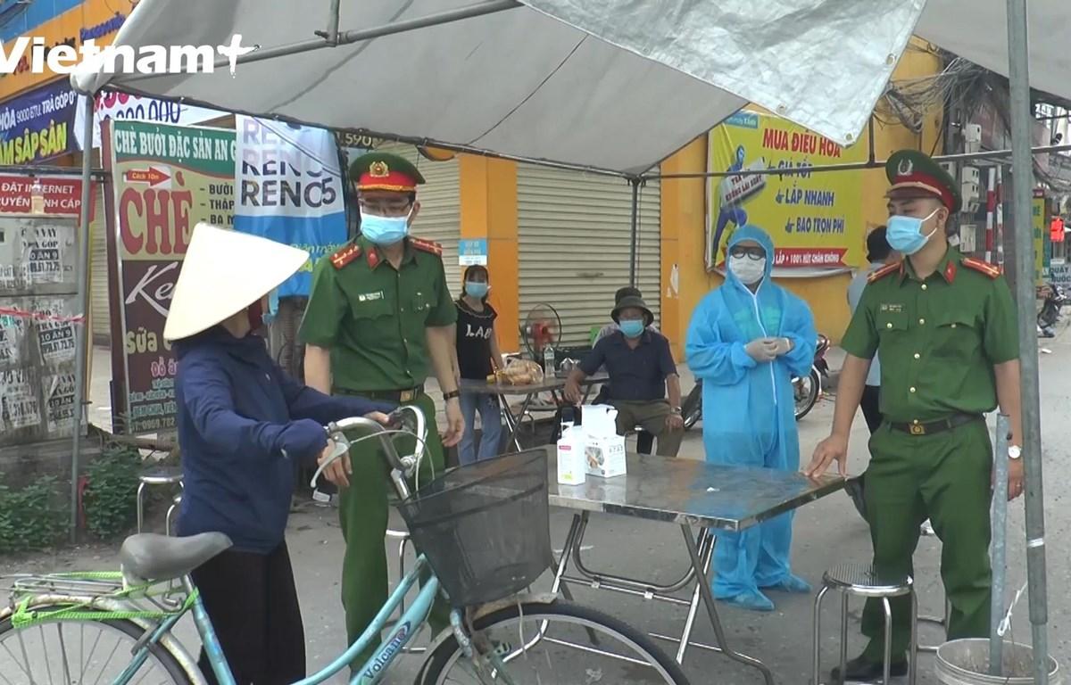 Hà Nội: Phun khử khuẩn 3 thôn đang phong tỏa do COVID-19 ở xã Tô Hiệu