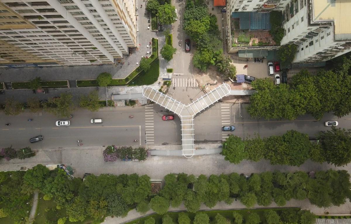 Toàn cảnh cây cầu nhìn từ trên cao. (Ảnh: Lâm Phan/Vietnam+)