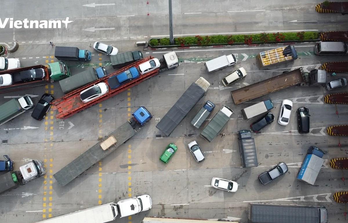 Tác phương tiện hỗn loạn tại trạm thu phí Pháp Vân - Cầu Giẽ (Ảnh: Hoàng Đạt/Vietnam+)