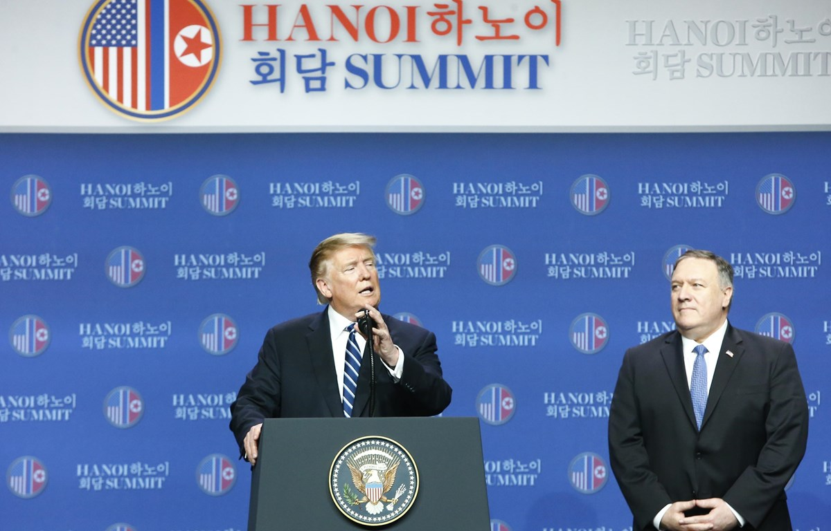 Tổng thống Donald Trump và Ngoại trưởng Mike Pompeo tại buổi họp báo ở khách sạn Marriott (Ảnh: Lâm Khánh/TTXVN)