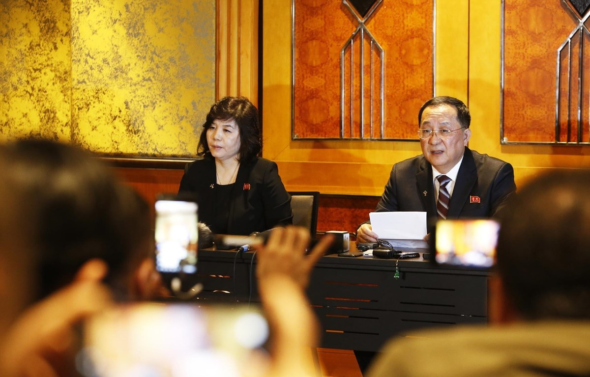 Bộ trưởng Bộ Ngoại giao Triều Tiên Ri Yong Ho chủ trì họp báo về Hội nghị Thượng đỉnh Mỹ - Triều Tiên lần thứ hai. Ảnh: Lâm Khánh - TTXVN