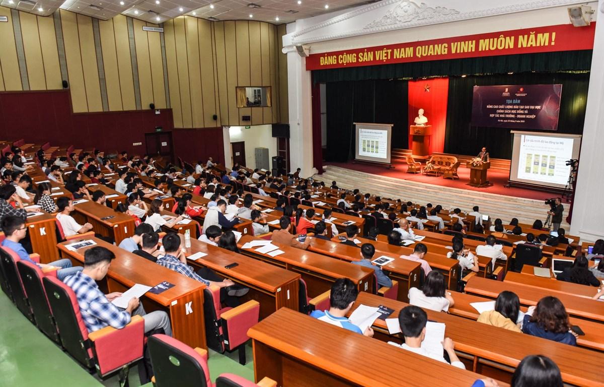Tọa đàm đã thu hút sự tham gia của đông đảo các nhà khoa học, các doanh nghiệp, đại diện các cơ quan quản lý nhà nước và các sinh viên, học viên, nghiên cứu sinh. (Ảnh: PV/Vietnam+)