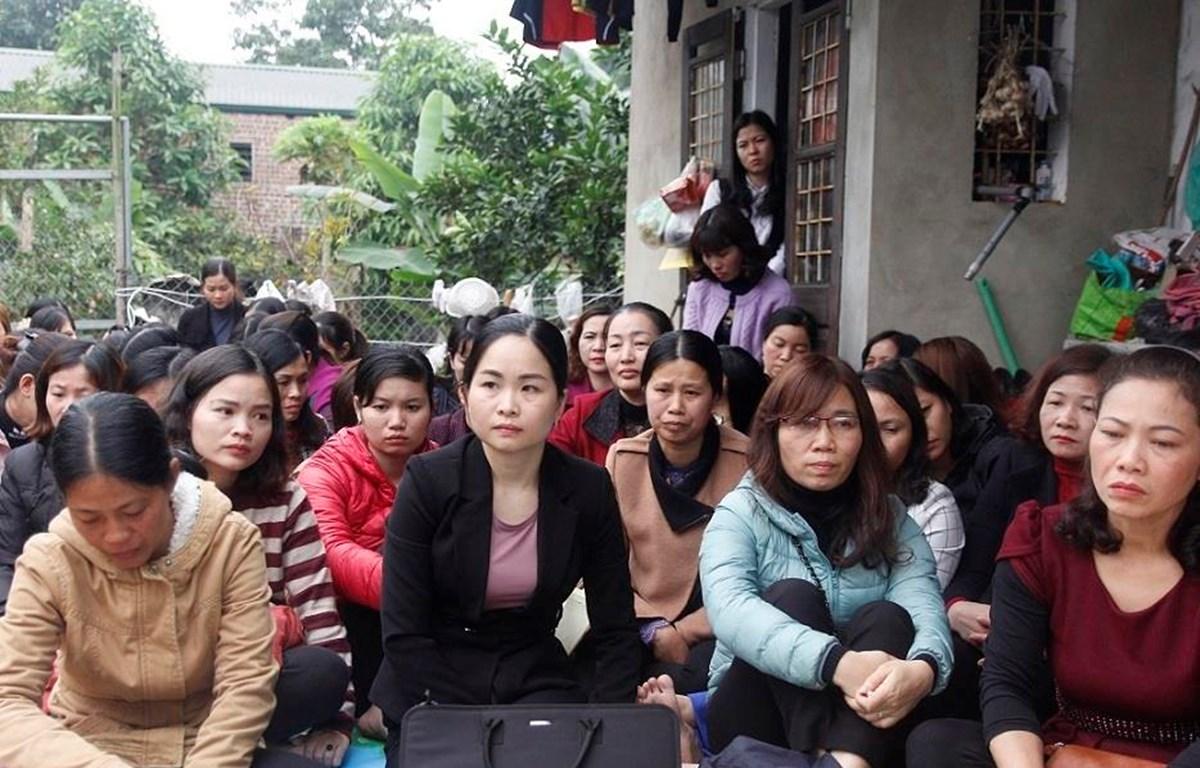 Hàng trăm giáo viên Sóc Sơn, Hà Nội, hoang mang, lo lắng trước nguy cơ mất việc. (Ảnh: Vietnamnet).