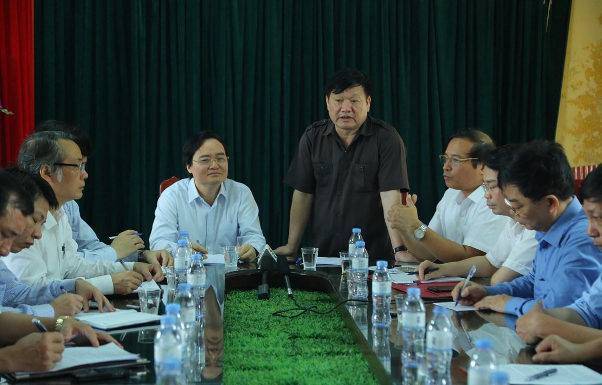 Bộ trưởng Bộ Giáo dục và Đào tạo Phùng Xuân Nhạ làm việc với lãnh đạo tỉnh Hưng Yên. (Ảnh: Minh Thu/ Vietnam+)