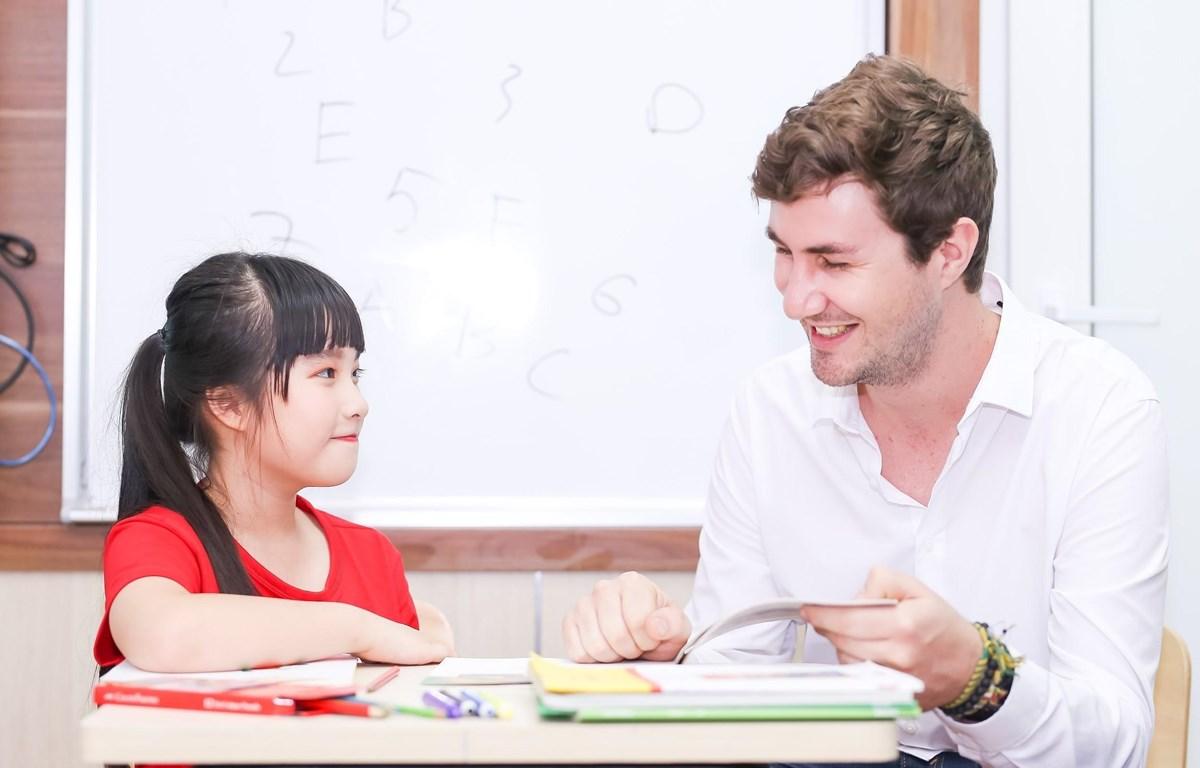 Học sinh sẽ được thi nói với giáo viên người nước ngoài. (Ảnh: PV/Vietnam+)