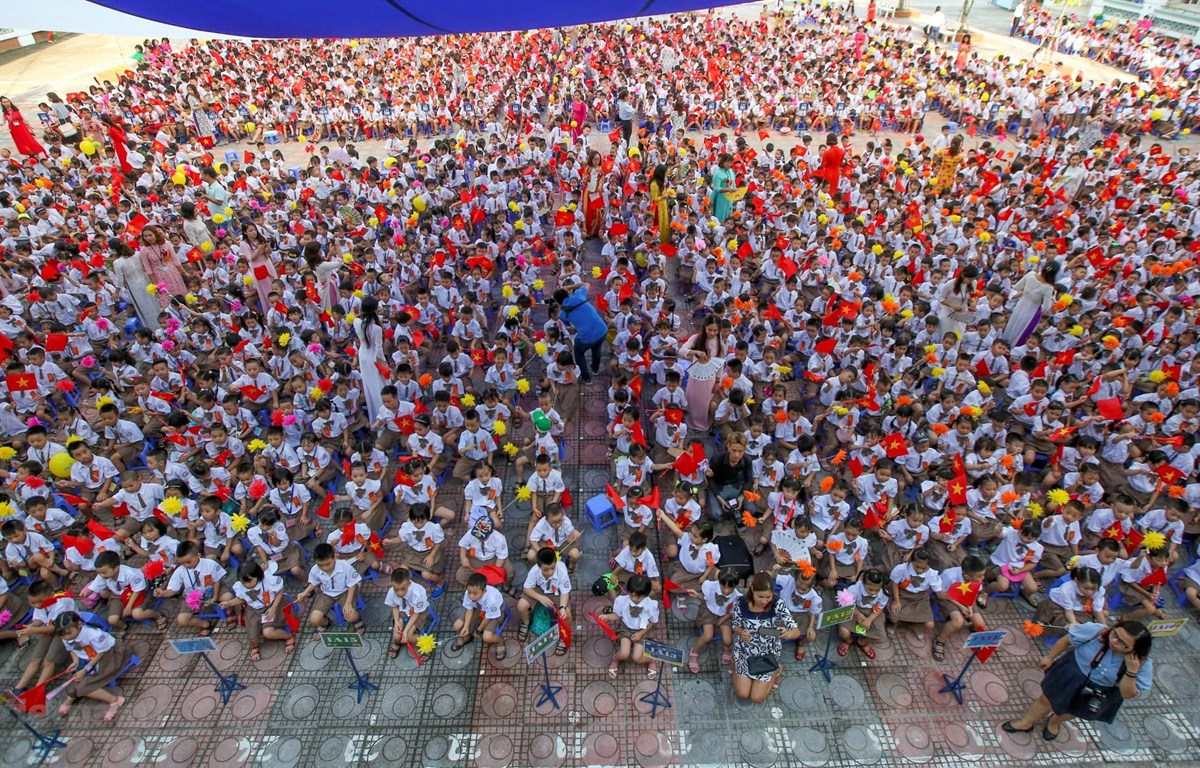 Học sinh Trường Tiểu học Chu Văn An, quận Hoàng Mai, Hà Nội, trong ngày khai trường. (Ảnh: Minh Sơn/Vietnam+)
